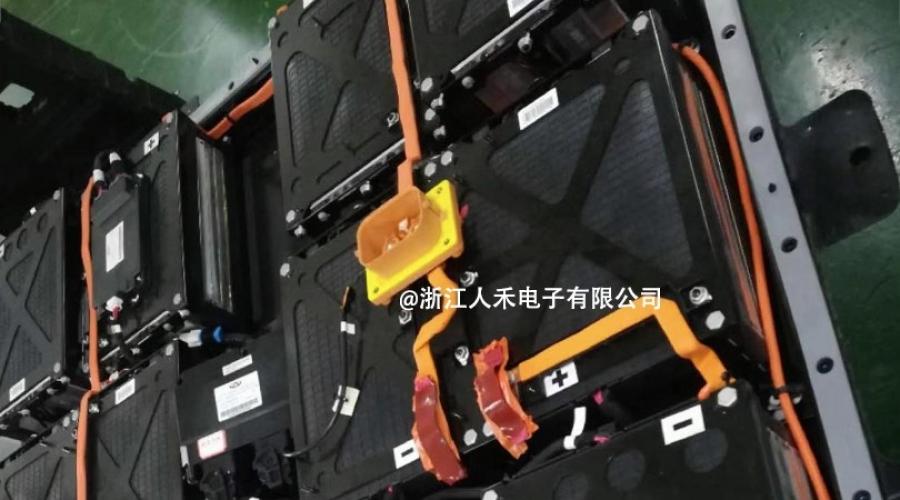 电动汽车蓄电池连接